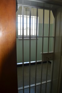De cel van Mandela op Robbeneiland… Hier wordt je stil  en ingetogen van. Respect!